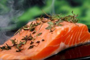 Potrebujeme: 80 – 100g lososa, 8 dg masla, soľ, voda,...