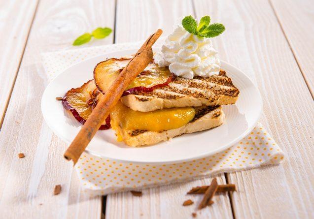 Toastovy chlieb s jablkovym pyre a skoricou - small