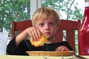 Ako naučiť dieťa jesť