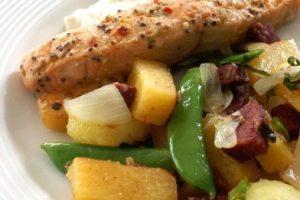 Platesa na grile s cukinou a zemiakmi