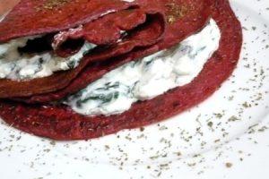 Fotorecept: Červené palacinky so špenátom
