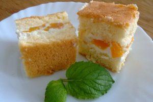 Bezlepkový tvarohový piškótový koláč