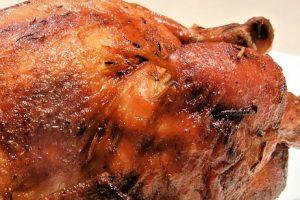 Pečené kurča splnkou zo sliviek agaštanov