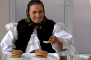 Prvýkrát v živote ochutnali hamburger