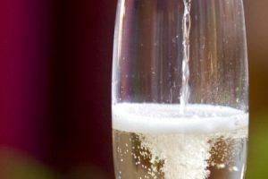 Aký je rozdiel medzi šumivým a sýteným vínom? Nákup šumivého vína nenechajte na náhodu, pretože nie sú nie sú bublinky ako bublinky!