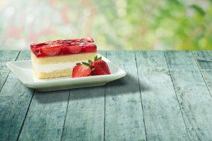 Začína sa osviežujúce a šťavnaté leto v McCafé.  Ochutnajte ovocno – smotanové, bezlepkové abezlaktózové novinky