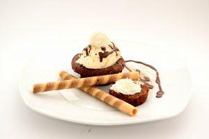 Čokoládové suflé s vanilkovou zmrzlinou