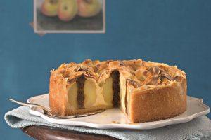Kráľovský koláč s plnenými pečenými jablkami