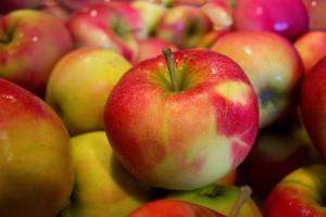 Jablká, plody plné vitamínu C