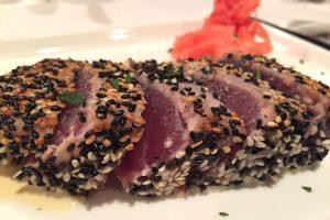 Tuniak v sezame