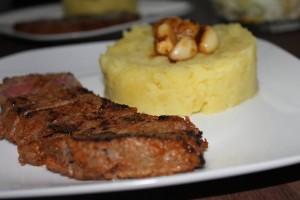 Pikantný steak s cesnakom