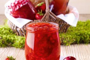 Jahodový topping z ružového vína