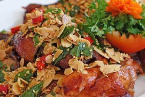 Sladké kuracie rolky s mandľami a sezamom