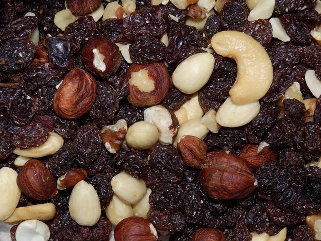 nuts-681895_640