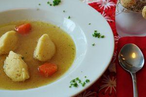 Zeleninová polievka so syrovými knedlíčkami