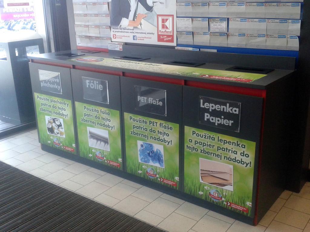K recyklácii Kaufland vyzýva hneď pri vchode do predajne. Vedeli ste, že sa recyklujú aj potravinové fólie?