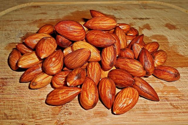 almonds-1279423_640