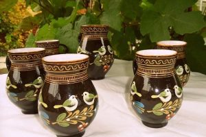 Tradičná slovenská keramika má v kuchyniach stále čestné miesto