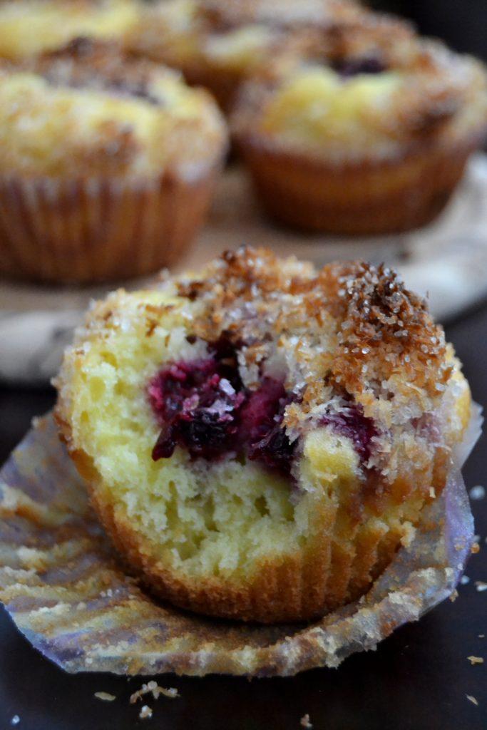 kokosove-muffiny-s-cernicami-2