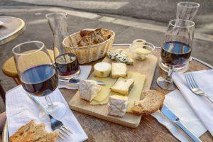 Aké víno preferovať kmäsu, rybám či ksladkým pokrmom?