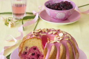 Ružová bábovka s brusnicami  k popoludňajšej káve