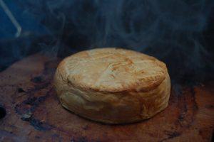Grilovaný camembert s brusnicovou omáčkou