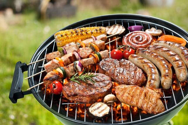 Grilované mäsko, klobása, zeleninka