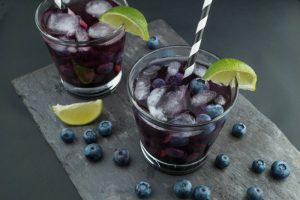 drinking-glasses-lime-fruit-blue-berries