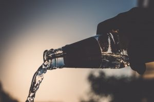 pour-bottle-waterflow