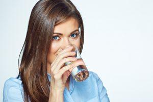 Čakajú nás horúce dni- Pozor na pitný režim!