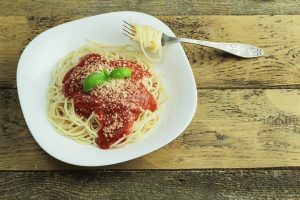 spaghetti-plate-table-tomato