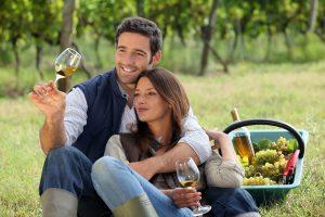 Máte radi víno? Naučte sa ho správne podávať a odhaľte jeho tajomstvá