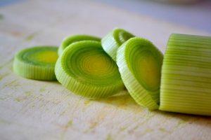 leek-healthy-nutrition-cook-cut-food-vegetables