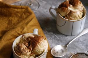 Vanilková zmrzlina shruškami aorechmi