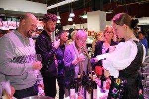 Ochutnavka vin Slovenske Vinice v predajni Super U v Strasbourgu - small