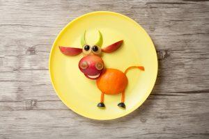 Veselé ovocné zvieratká na tanieri