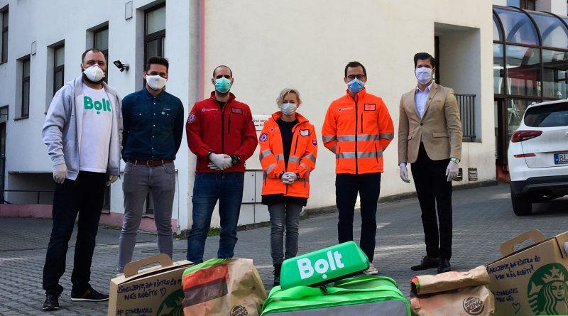 Oni pomáhajú, my rozvážame! Týmto sloganom spustil Burger King v spolupráci s aplikáciou Bolt Food aktivitu na pomoc hrdinom v prvej línii. Zamestnancom záchrannej zdravotnej služby v Bratislave doručuje obedy dvakrát týždenne.