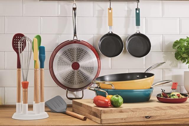 Sú nielen kvalitné a praktické, ale zároveň rozžiaria sýtymi farbami vašu kuchyňu. S hliníkovými hrncami a panvicami Ernesto si varenie skutočne užijete.
