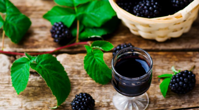 domáci černicový likér