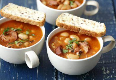 Kyslá fazuľová polievka s údeným